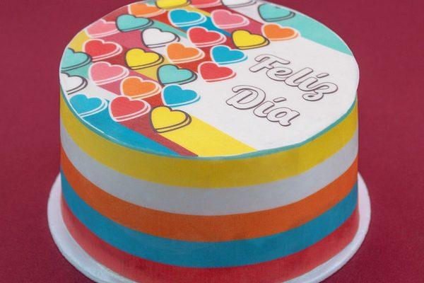 Tortas decorada con papel comestible colores